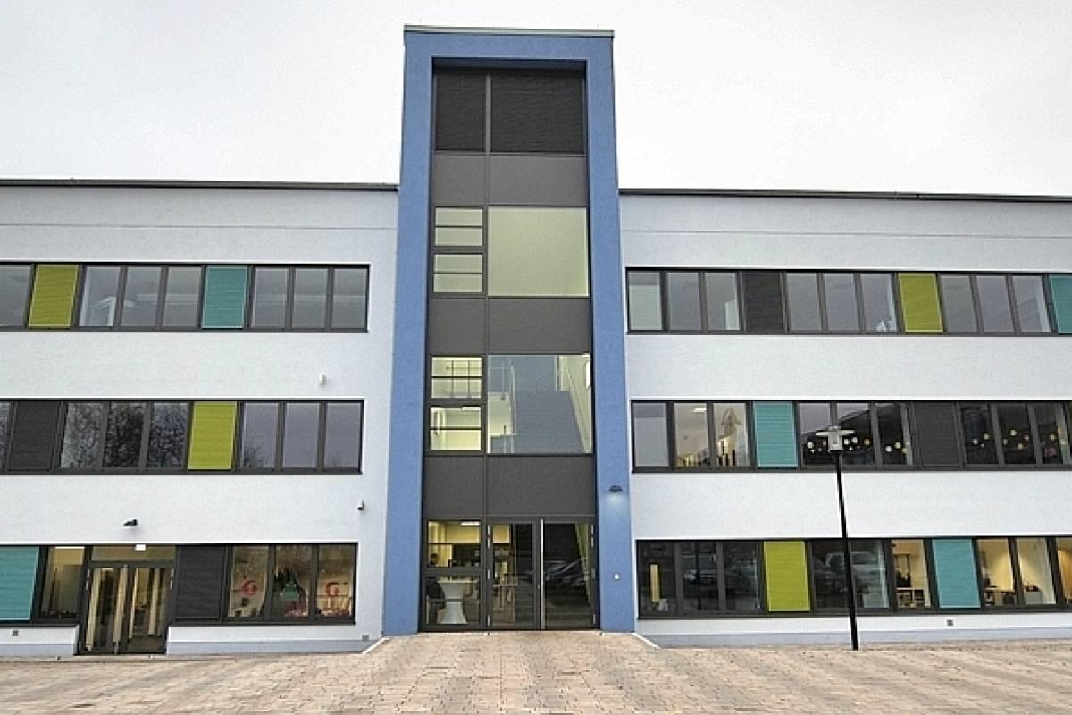 Die Hans-Böckler-Realschule gefällt mit frischer Optik - waz.de