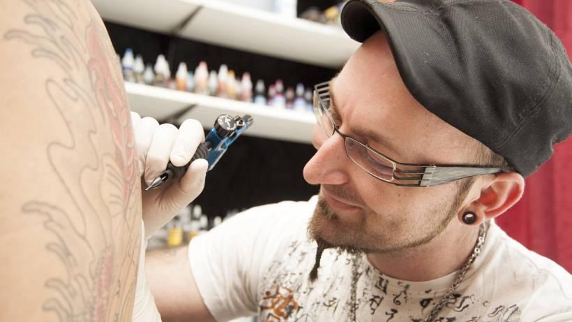 Paar Eröffnet Studio Time 4 Pain Tattoo In Essen Steele Wazde Ost