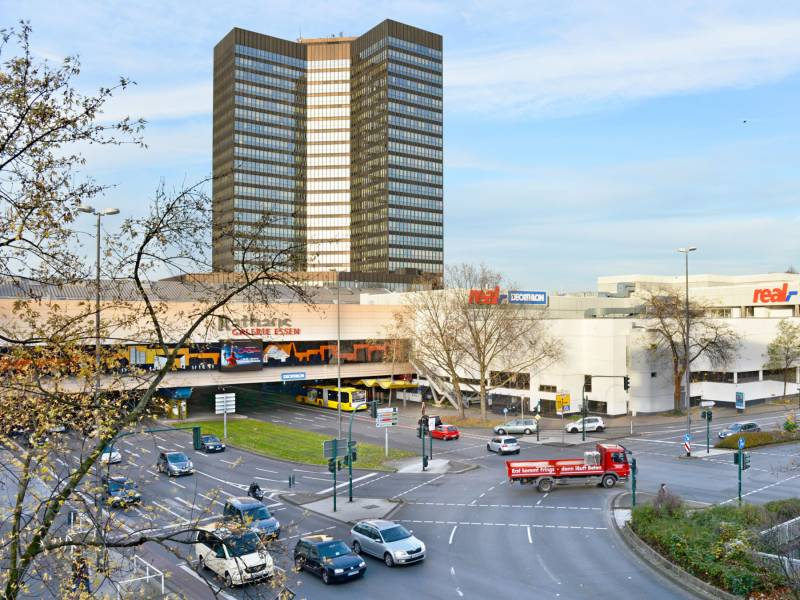 48428deeafe4e7 Rathaus 2015 und 1977. Die Baustelle mit Betongerüst und ohne Porscheplatte  fotografierte Peter Happel Ende März 1977. Etwas mehr als zwei Monate  später ...