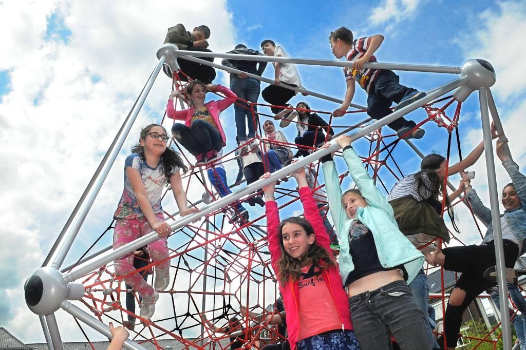 Klettergerüst Schulhof : Klettergerüst wertet huch schulhof in gelsenkirchen auf waz
