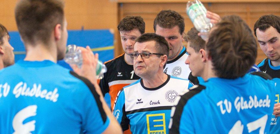 Norbert Pröse (Mitte) kehrt als Trainer zum TV Gladbeck zurück. Der Coach springt für Franco Drömer ein, der kürzlich aus privaten Gründen seinen Posten zur Verfügung gestellt hatte.