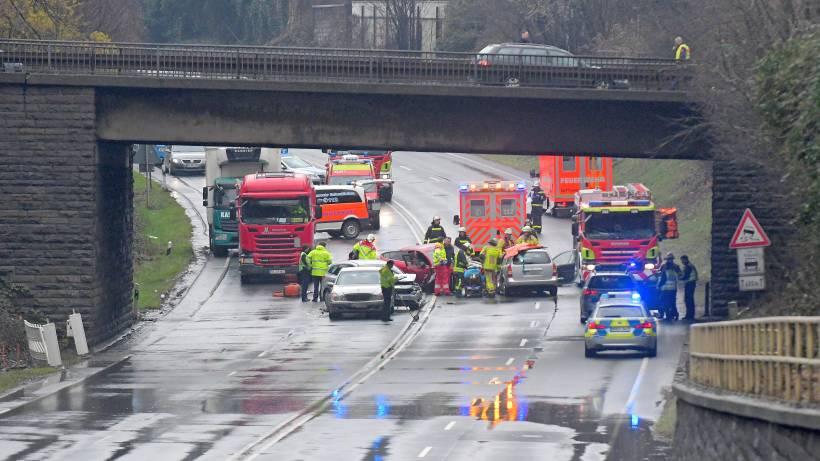Todesopfer Bei Schwerem Verkehrsunfall Auf B 224 In Gladbeck Waz