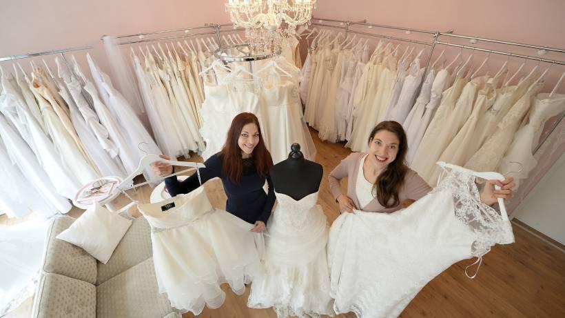 Zwei Schwestern Geben Brautkleidern Eine Zweite Chance Waz De Sud