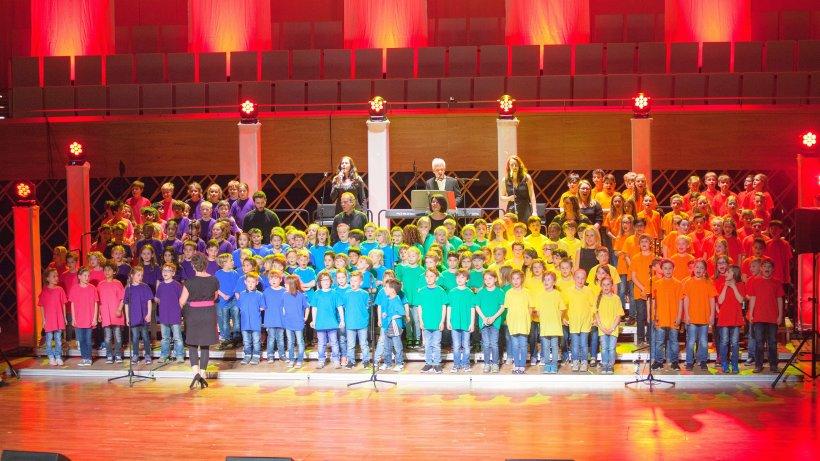 Gesamte Carolinengrundschule begeistert im Musikforum Ruhr