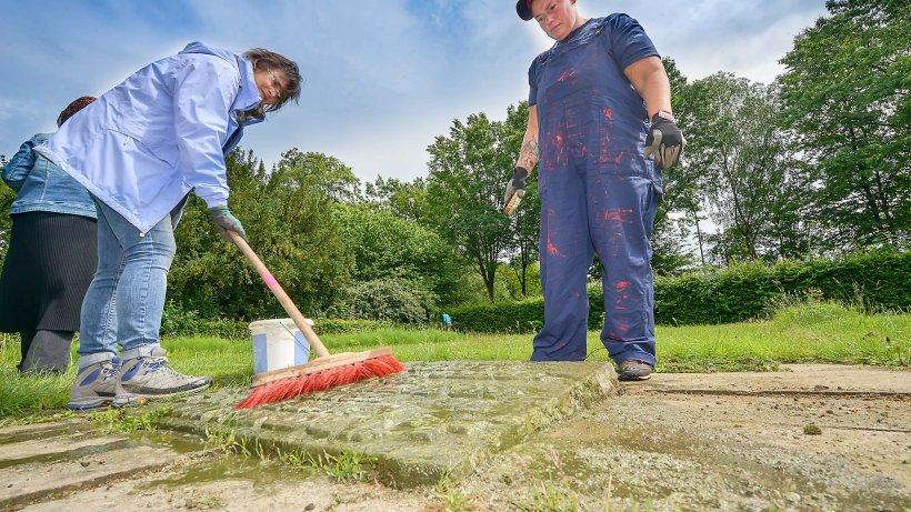 Bochumer Jugendliche Reinigen Gr Ber Von Zwangsarbeitern