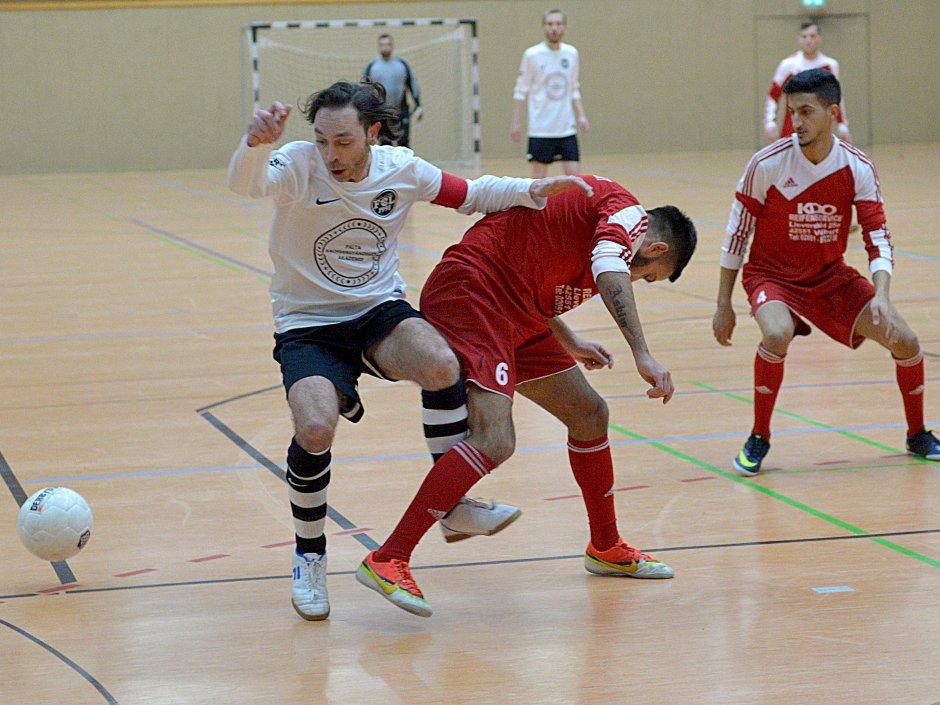 Beim FC Langenberg, der in diesem Jahr die Ausrichtung übernimmt, wurde die Hallanfußball-Stadtmeisterschaft ausgelost. Zwölf Teams sind dabei