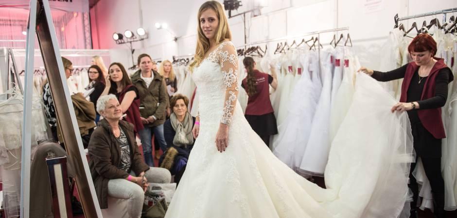 Brautkleider Trauringe Und Torten Auf Der Hochzeitsmesse Waz De