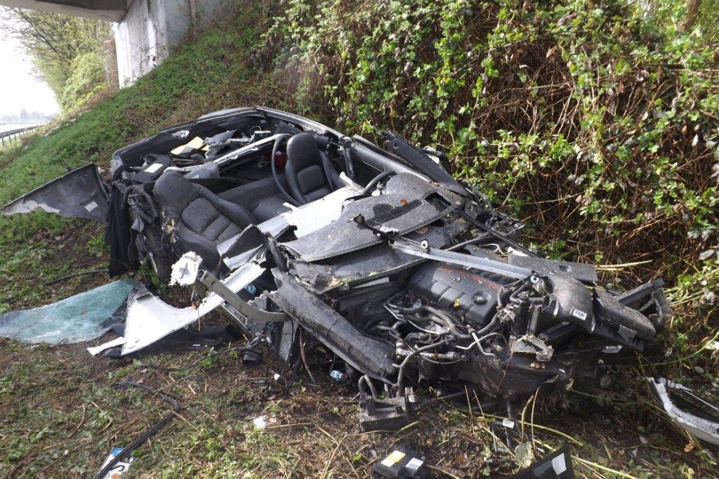Sportwagen komplett zerstört - Fahrer schwer verletzt   waz.de ...