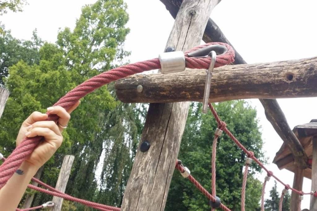 Seil gibt nach: Mädchen stürzt an Klettergerät in Wattenscheid   waz ...