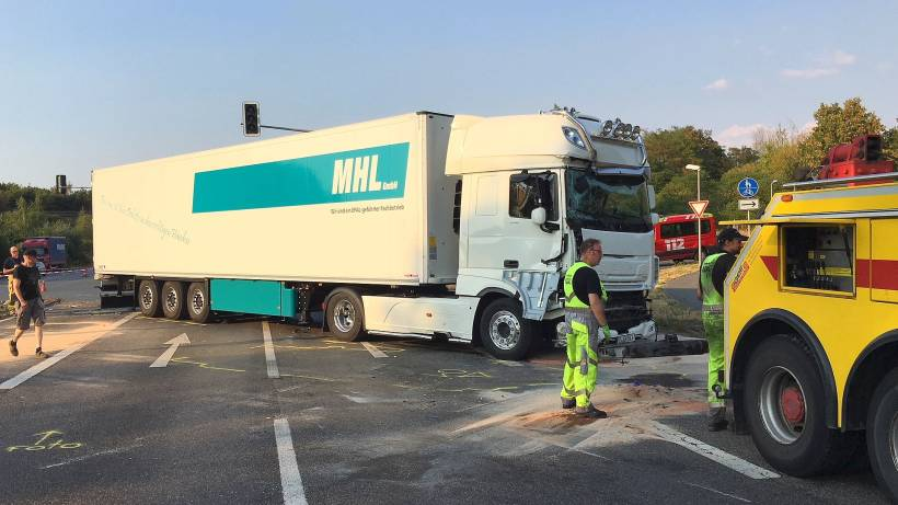 Drei Verletzte 250 000 Euro Sachschaden Bei B 224 Unfall Wazde