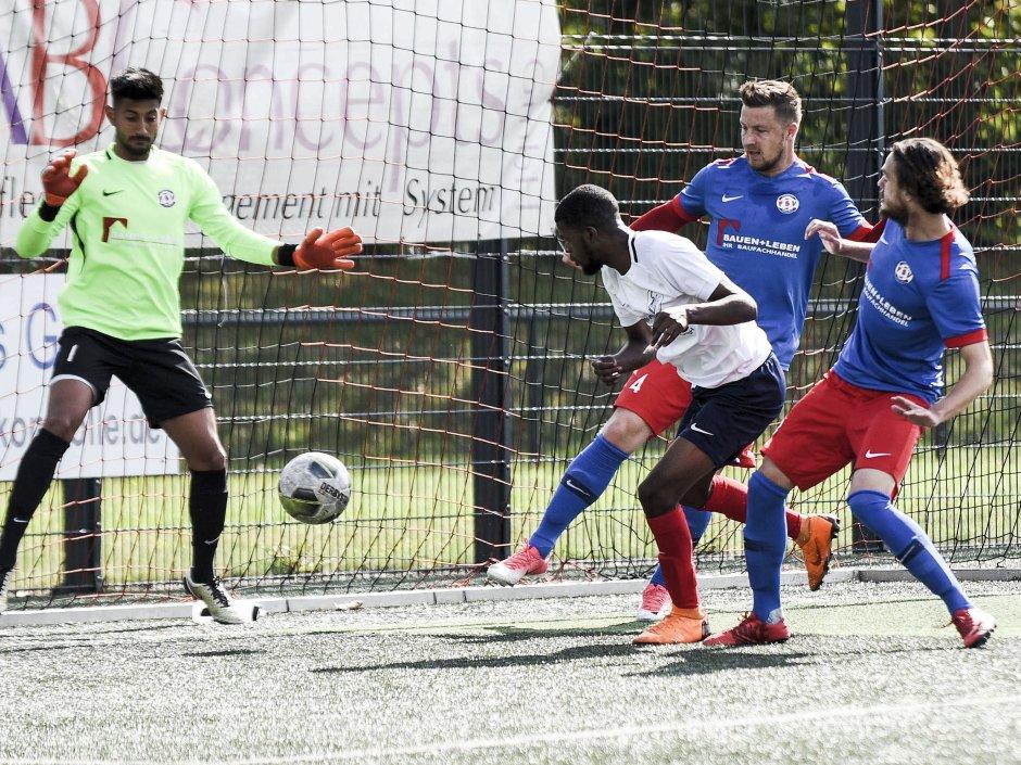 Der SC Velbert mischt die Oberliga auf: Die Clubberer übernehmen mit dem 4:0-Sieg im Aufsteigerduell gegen den FSV Duisburg die Tabellenführung