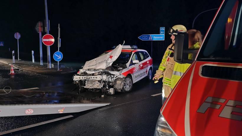 Schwerer Unfall Auf Der B 224 Mercedesfahrer Flüchtete Wazde