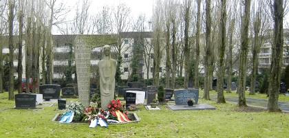 Auf dem jüdischen Friedhof an der Gracht in Mülheim ist eine Zwölfjährige vergewaltigt worden.