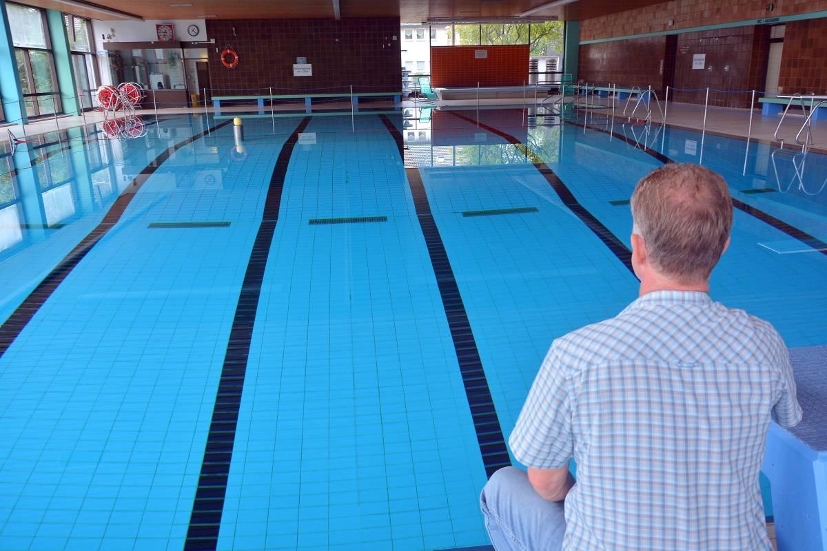. Undichtes Schwimmbecken  Hallenfreibad Hofstede geschlossen   waz de