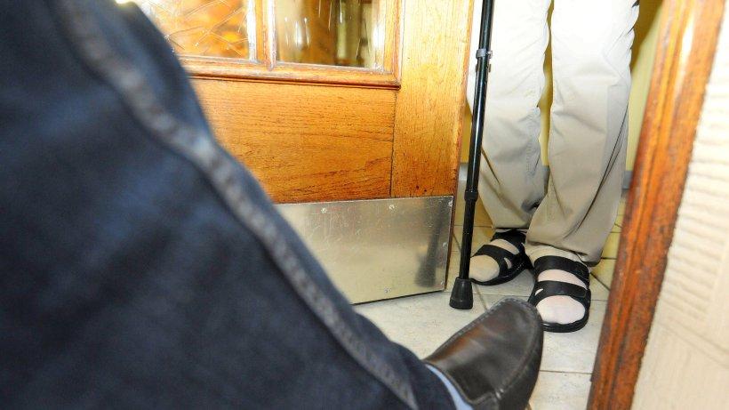 angeblicher telekom mitarbeiter stahl seniorin in saarn geld m lheim. Black Bedroom Furniture Sets. Home Design Ideas