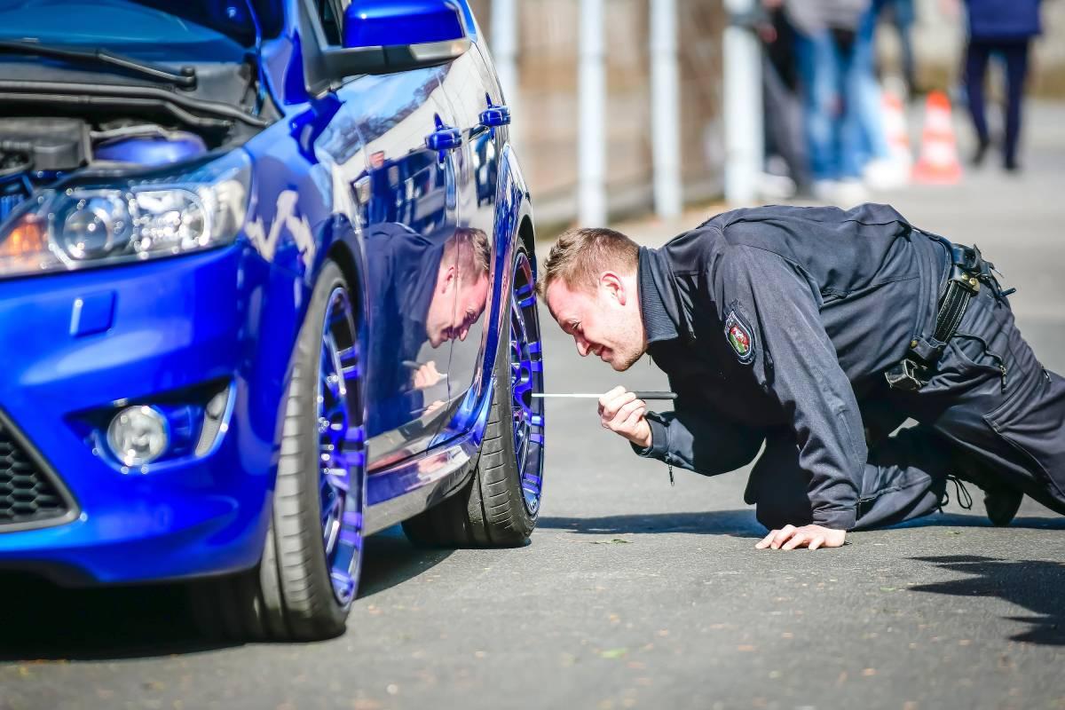 Die Polizei Organisiert Einen Grosseinsatz Am Car Freitag Waz De