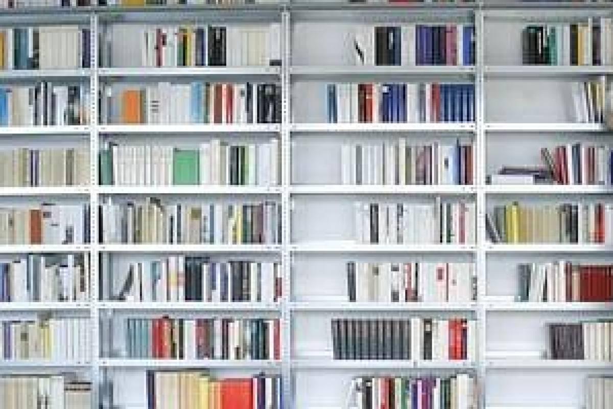 Fünftklässler durchstöbern die Buchhandlung | waz de