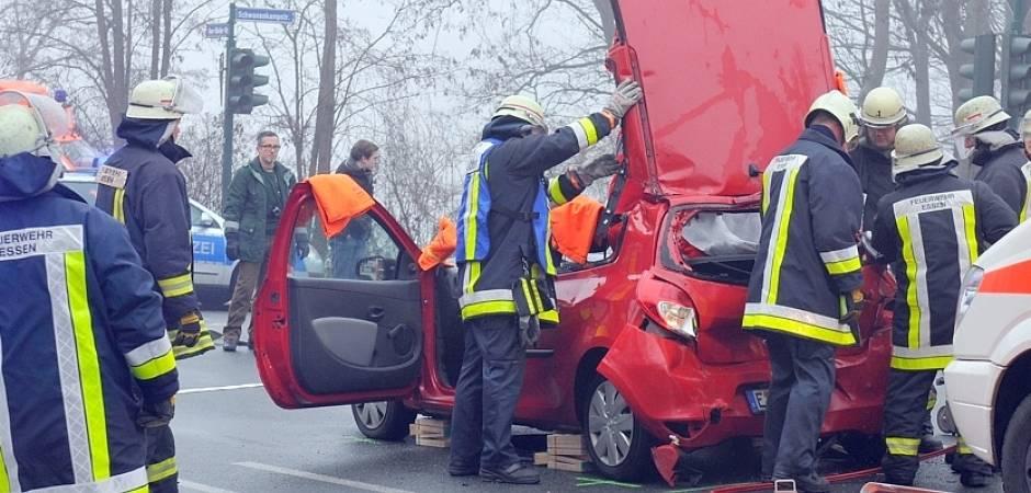 Schwerer Verkehrsunfall Auf Der B 224 Fordert Zwei Verletzte Waz