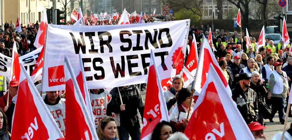 Warnstreik In Nrw 68500 Streikende Auf Den Straßen