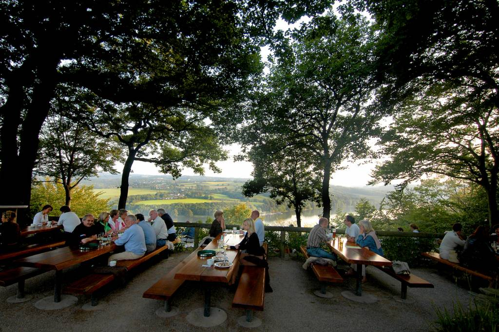 Ruhe oder Currywurst genießen - Biergärten im grünen Essen | waz.de ...