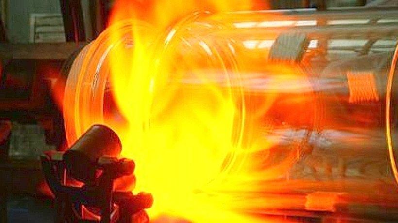 feuer und flammen f r glas zu besuch in einer glasbl serei kreis olpe. Black Bedroom Furniture Sets. Home Design Ideas