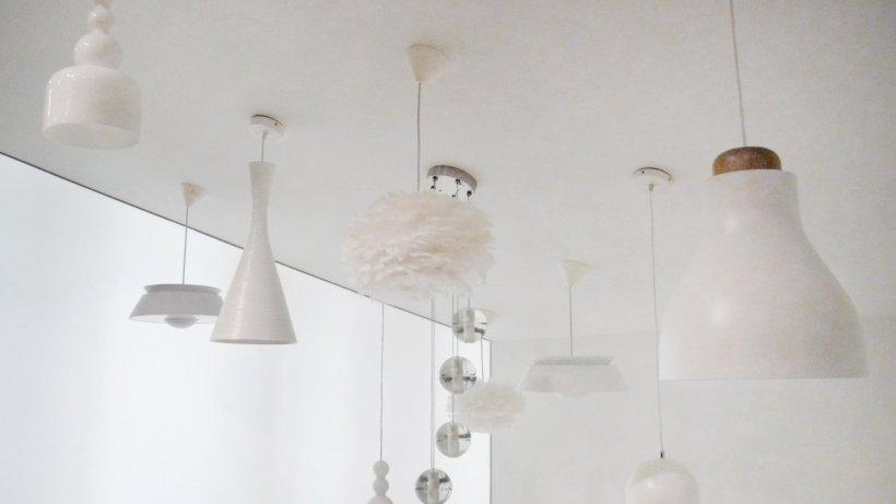 tiefschwarze oder wei e lampen sind der neueste modetrend. Black Bedroom Furniture Sets. Home Design Ideas