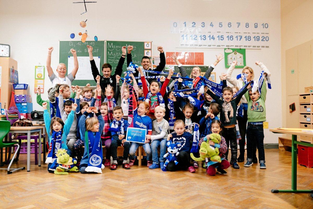Stars des VfL Bochum zeigen sich in Grundschulen erstklassig