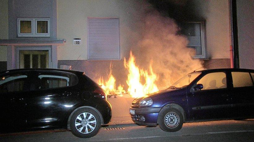 Brandserie in Bochum: Sperrmüll erst morgens rausstellen