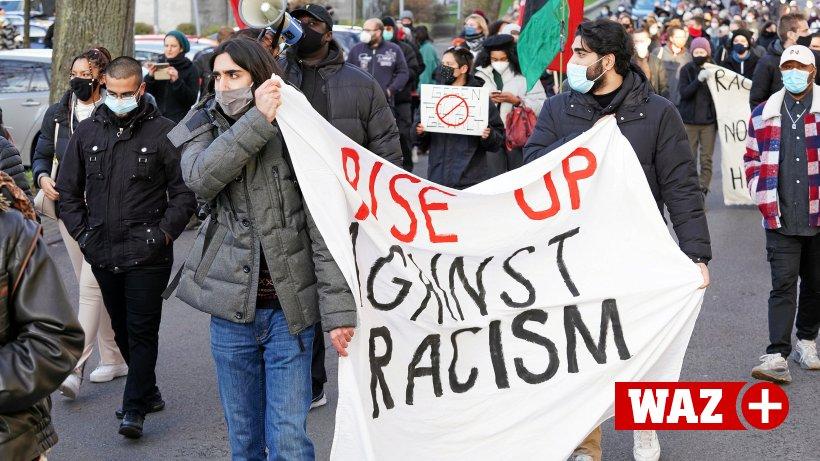 200 Demonstranten erinnern in Bochum an Tod von George Floyd