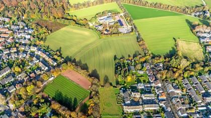 Links unten der aktuelle Sportplatz des BV Bochum-Hiltrop, rechts oben soll die neue Sportanlage gebaut werden.
