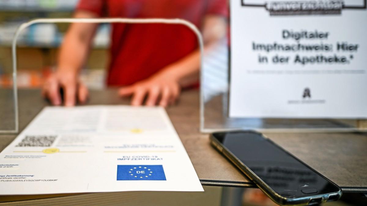 Digitaler Impfpass So Lauft Der Start In Bochumer Apotheken Waz De