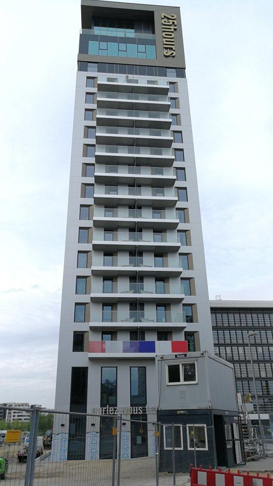 Neues Hotel In D Sseldorf Bietet Badewannen Auf Dem Balkon