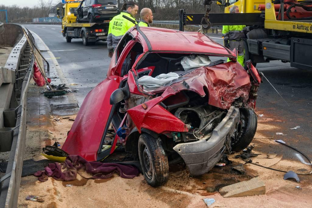 Falschfahrerin schwebt nach Unfall auf A59 in Lebensgefahr | waz.de ...