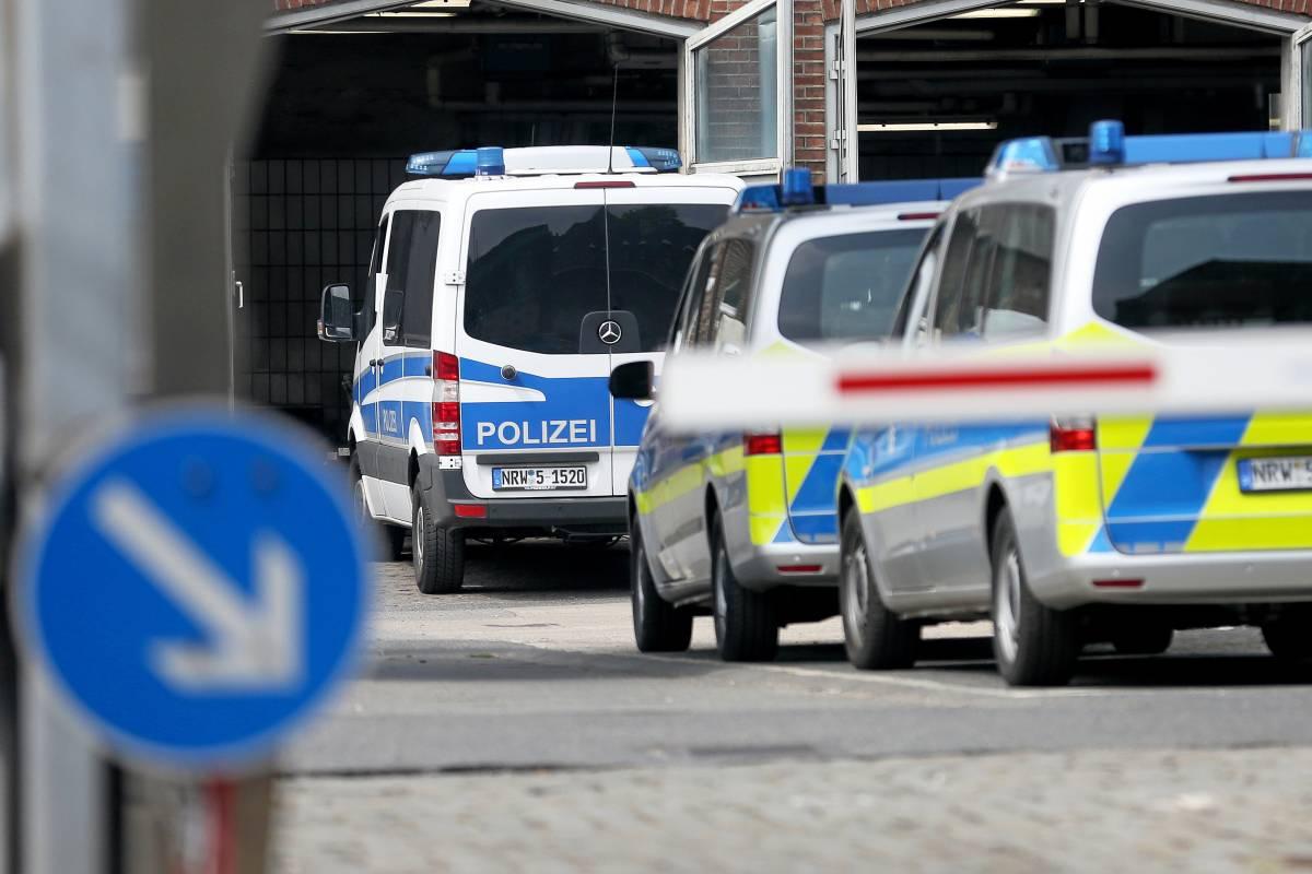 Rechter Aufkleber Polizei Duisburg Entlastet Ihre Beamten