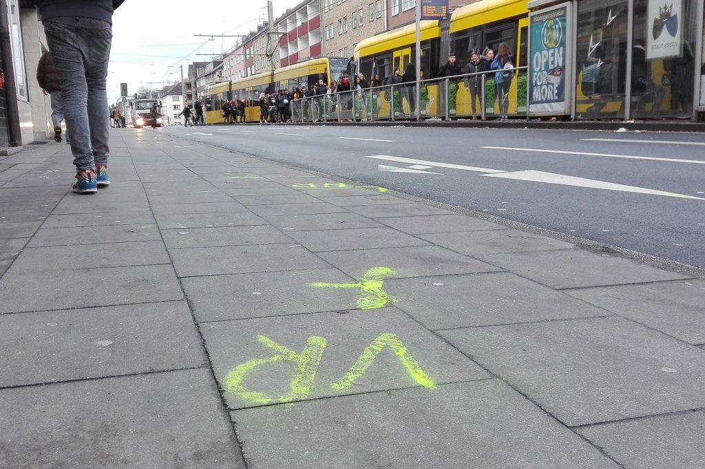 Unbekannte Frau stirbt in Essen nach Unfall mit einem Auto | waz.de ...