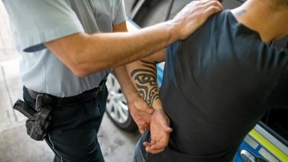 Die Polizei hat in Gelsenkirchen zwei Personen in Gewahrsam genommen, die an einer Schlägerei teilgenommen hatten. (Symbolbild)