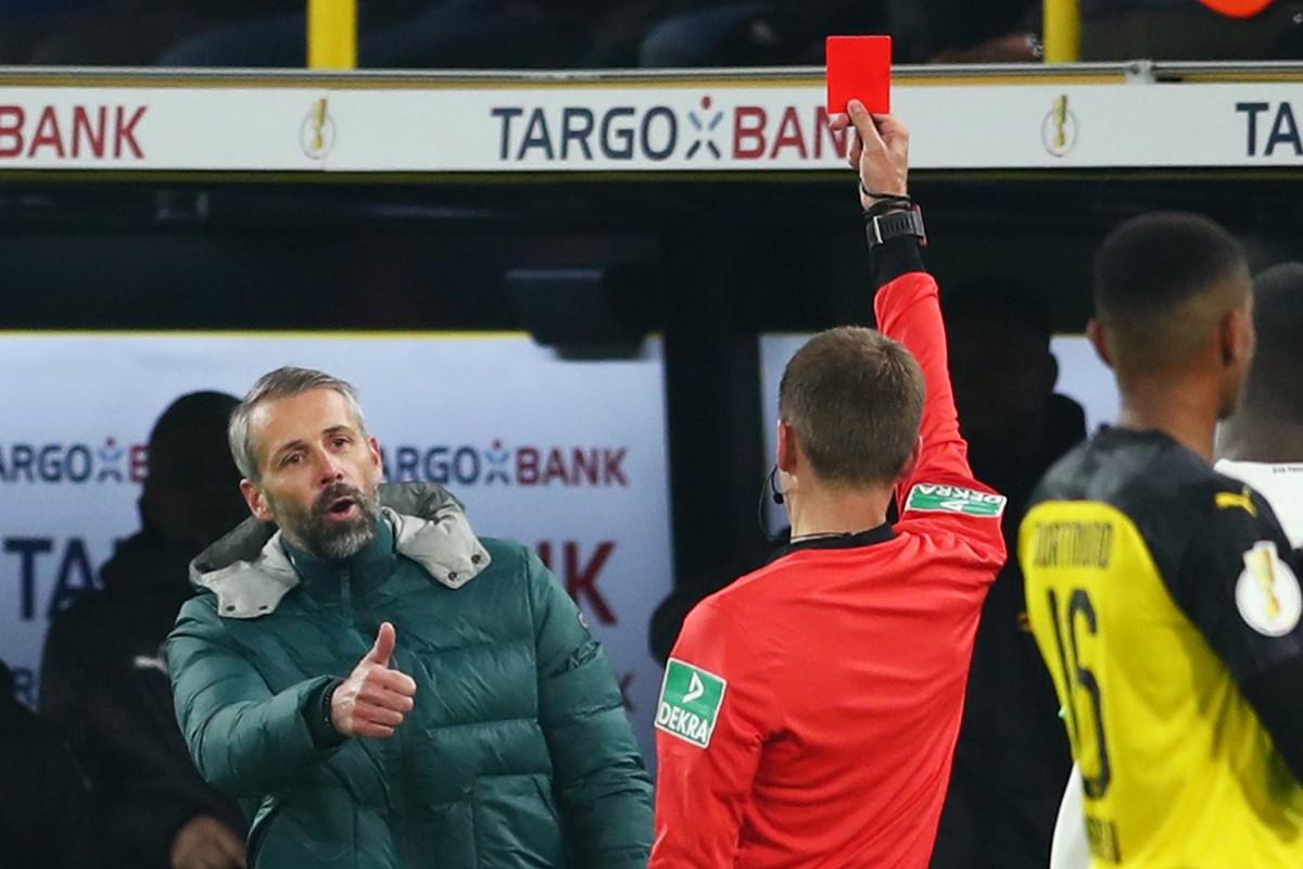So Erklart Gladbach Trainer Rose Seine Rote Karte In
