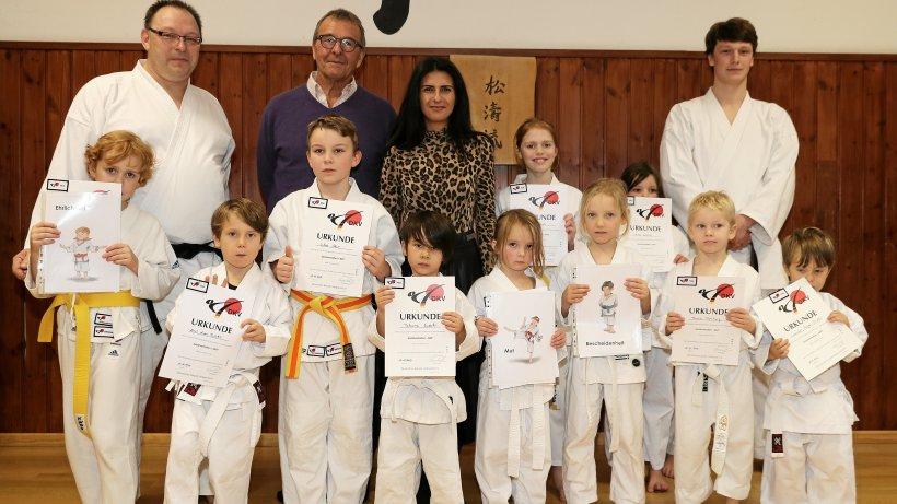 Werte im Sport: Staatssekretärin lobt Essener Karate-Projekt - WAZ News