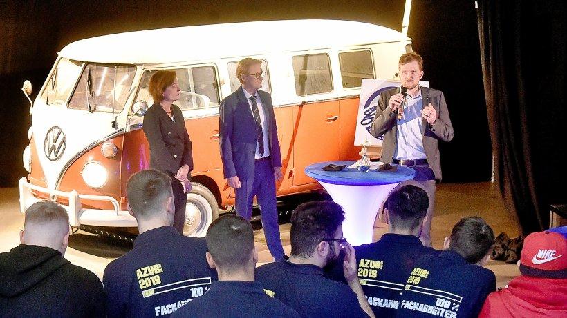 Wittener Azubis bauen alten VW-Bus zum Elektroauto um - Westdeutsche Allgemeine Zeitung