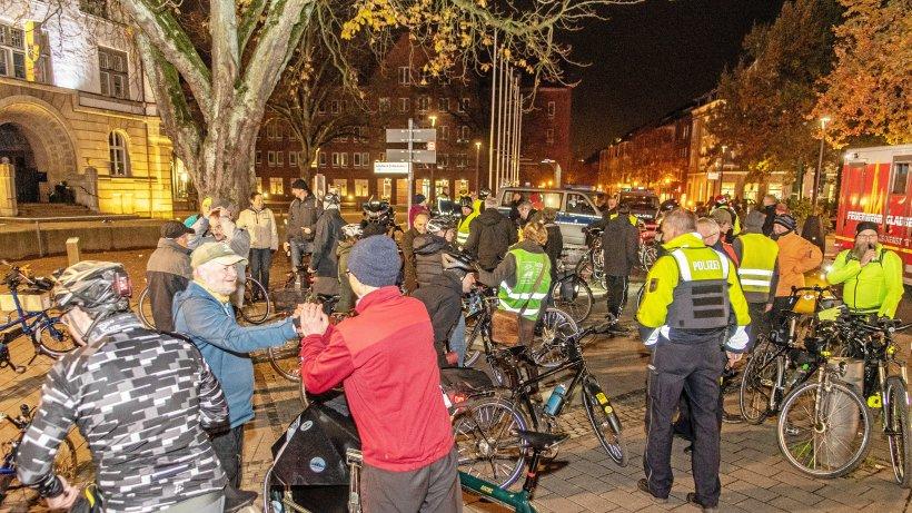 Etwa 40 Radler kommen Freitagabend zur Critical-Mass-Tour - Westdeutsche Allgemeine Zeitung