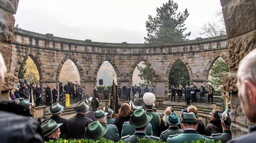 Gladbecker Volkstrauertag: Frieden ist unser wichtigstes Gut - Westdeutsche Allgemeine Zeitung