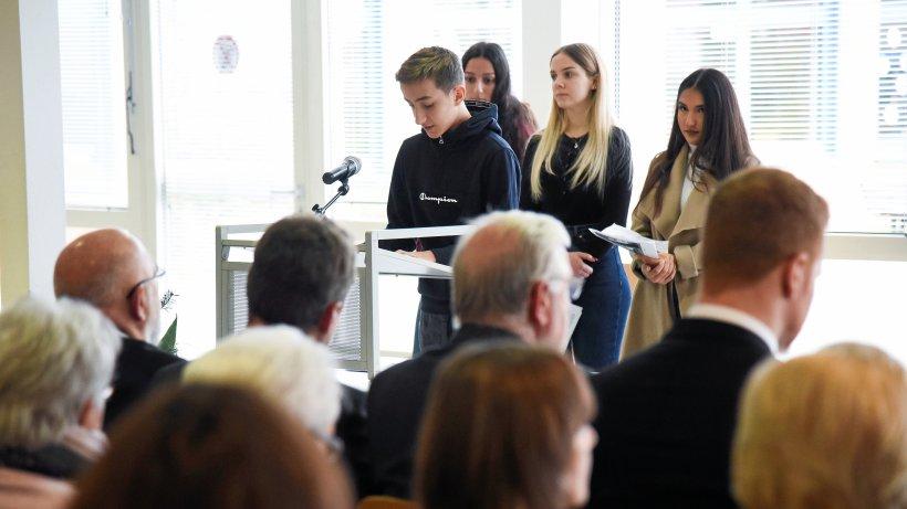 Kriegstote bleiben auch in Heiligenhaus unvergessen - Westdeutsche Allgemeine Zeitung