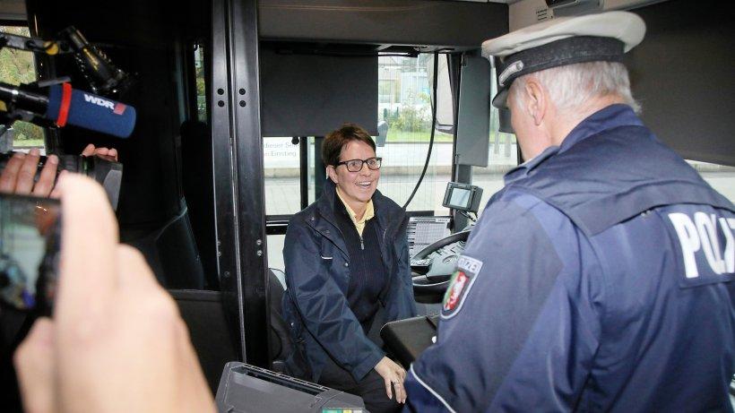 Mögliche Taschendiebe im Bus – Fahrerin reagiert couragiert - WAZ News