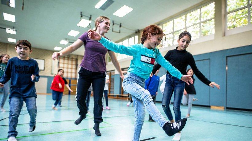 Wie Grundschüler Puzzlespiele beim Tanzen zusammenfügen - Westdeutsche Allgemeine Zeitung
