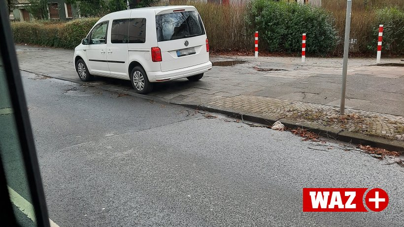 Erlaubt? Auto der Stadt Bochum blitzt aus dem Halteverbot