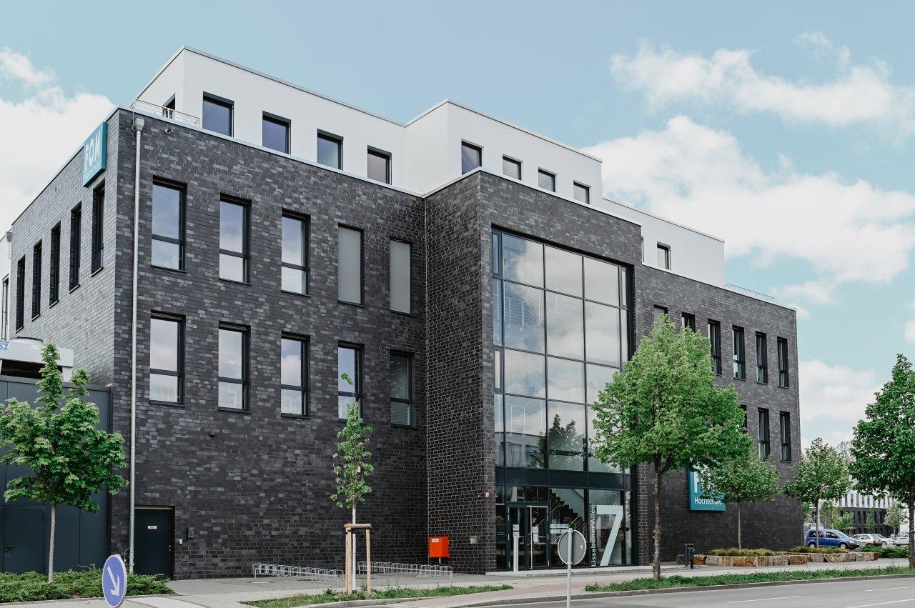 An der FOM Hochschule in Dortmund stehen verschiedene praxisorientierte Bachelor- und Master-Studiengänge zur Auswahl.