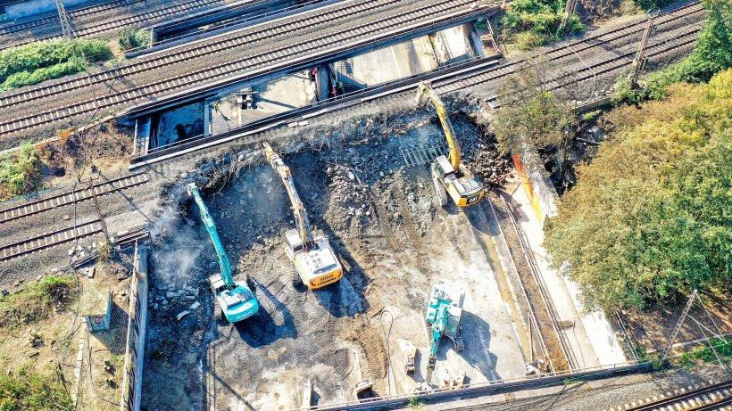 Nach A40-Brand: Bau von Bahn-Behelfsbrücke dauert Monate