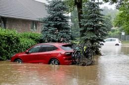 Wasserschaden am Auto: Das droht bei nassem Fahrzeug