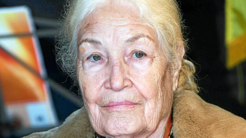 Junge Schauspielerin datiert ältere Schauspielerin