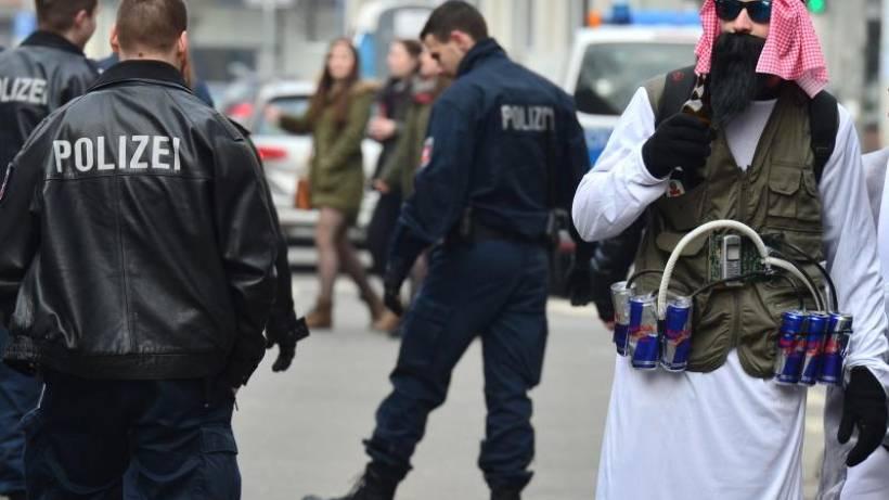 Waffen Und Kostume Was Im Karneval Legal Ist Und Was Nicht Waz De